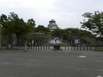 極楽橋と天守閣正面.jpg
